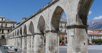 Sulmona: acquedotto medievale