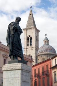 Sulmona: Campanile e cupola dell'Annunziata
