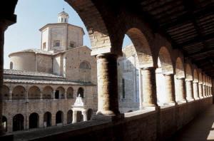 Atri:chiostro  S.Maria Assunta